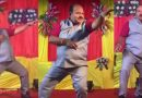 50 साल के अंकल ने शादी के स्टेज पर किया गोविंदा स्टाइल में शानदार डांस, Video देख दिल खुश हो जाएगा