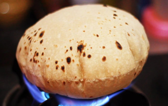 रोटी खाते समय भूलकर न करें ये 2 गलतियां, जान लें अभी वरना पड़ सकता हैं  पछताना - NamanBharat