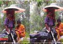 देखिए पिता का त्याग! बेटी ले सके ऑनलाइन क्लास इसलिए भरी बारिश में छाता लेकर खड़े रहे पिता